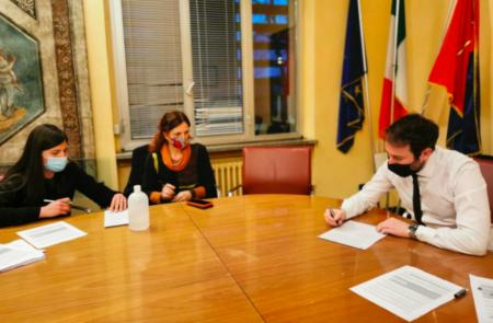 Il sindaco Giacomo Ghilardi firma la lettera del Movimento Scuola Aperta