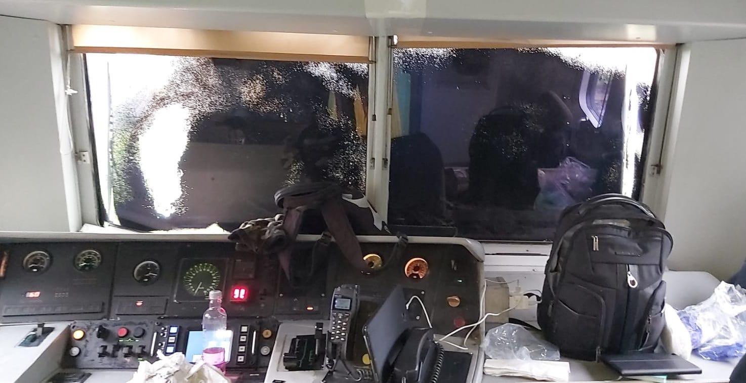 milano aggressione treno