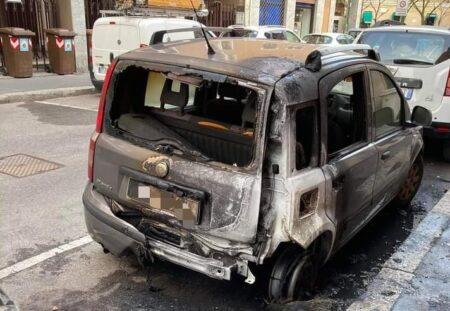 macchina incendiata sesto