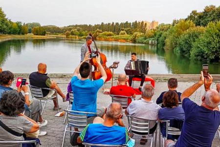 Foto dalla pagina Facebook del Sun Strac relativa al concerto all'alba di luglio parco nord